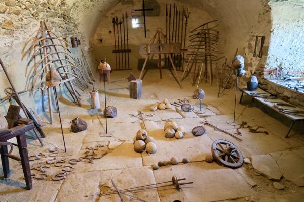Rocca d'Olgisio Val Tidone armi palle cannone elmi