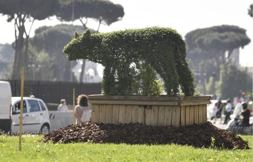 """lessico """"parole strane"""" giardinaggio """"arte topiaria"""" lupa orsa Roma siepe"""